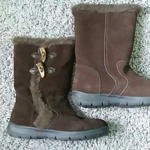 White Mountain Brown suede boots